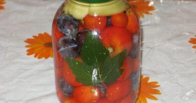 консервированные помидоры с листьями черной смородины